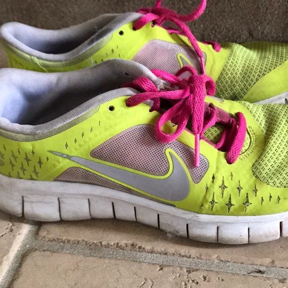 25d51a2776366d Neon Nike Sneakers! M 5ae47db0c9fcdface4ce63ee